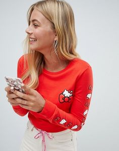 Buy Converse X Hello Kitty Red Long Sleeve T-Shirt at ASOS. With free delivery and return options (Ts&Cs apply), online shopping has never been so easy. Get the latest trends with ASOS now. Hello Kitty Outfit, Chat Hello Kitty, Hello Kitty T Shirt, Hello Kitty Clothes, Converse, Vegan Fashion, Daily Fashion, Fandom Fashion, Asos