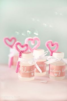Blowing kisses your way.valentine's favor Too cute ! Valentines Day Weddings, Valentines Day Treats, Valentine Day Love, Valentine Day Crafts, Funny Valentine, Unique Wedding Favors, Unique Weddings, Happy Hearts Day, Holiday Fun