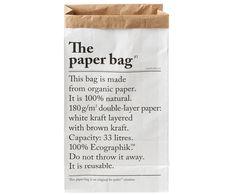 Voilà: Diese stylische Aufbewahrungstüte aus Recycling-Papier erobert von Frankreich aus die Design-Welt! LE SAC EN PAPIER vom Trendlabel Be-Poles ist der Promi unter den dekorativen Papiertüten. Interior-Begeisterte rund um den Globus bewahren Ihre Geschenkpapierrollen, Kuscheldecken und sogar Pflanzen in dem coolen Blickfang auf. Aber nicht nur Stylisten und Blogger schwören auf den lässigen Franzosen, auch wir stehen auf den coolen Papiersack mit Typographie-Druck. // Papiertüten…