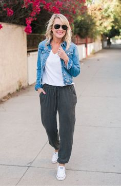 Best Travel Pants For Women Popsugar Fashion - Comfortable Pants Youll Never Travel Without Again Starting At Just Love It Favorite It Now Summer Best Travel Pants For Women Comfortable Pants Youll Never Tra Black Joggers Outfit, Jogger Pants Outfit, Black Jogger Pants, Soft Pants Outfit, Black Pants, Fall Outfits, Casual Outfits, Cute Outfits, Summer Outfits