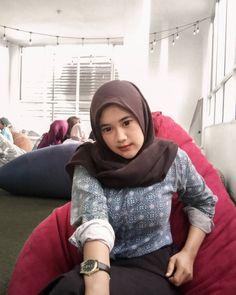 Bali Girls, Beautiful Girl Photo, Hijab Chic, Muslim Girls, Niqab, Tight Dresses, Girl Photos, Boobs, Turtle Neck