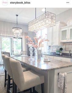 Home Interior 2019 Home Decor Kitchen, Home Kitchens, Nice Kitchen, Kitchen Ideas, White Kitchens Ideas, White Cabinet Kitchen, White Kitchen Stools, Kitchens With White Cabinets, White Kitchen Decor