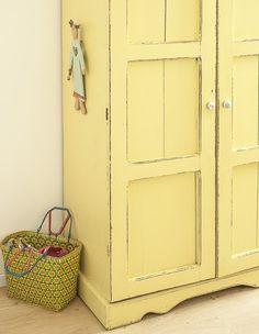 נועה פז, ג, ארון הילדות של האב נצבע בצהוב (23) Wardrobe Doors, House Entrance, Kids Room, House Design, Architecture, House Styles, Storage, Furnitures, Home Decor