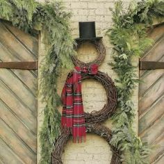 Wreath Snowman - I did this for our office decoration one year. very simple decoration but I like simple. Tartan Christmas, Noel Christmas, Country Christmas, All Things Christmas, Winter Christmas, Christmas Wreaths, Xmas, Outdoor Christmas, Simple Christmas