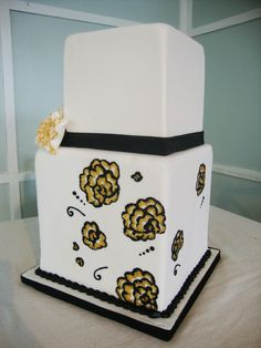 2 tier wedding cake with gold flowers