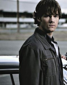 I'm a Sam girl all the way. 33 endless pictures of Sam! Supernatural Sam Winchester, Jared Padalecki Supernatural, John Winchester, Supernatural Fandom, Castiel, Jared And Jensen, Just Jared, Supernatural Pictures, Kissing In The Rain