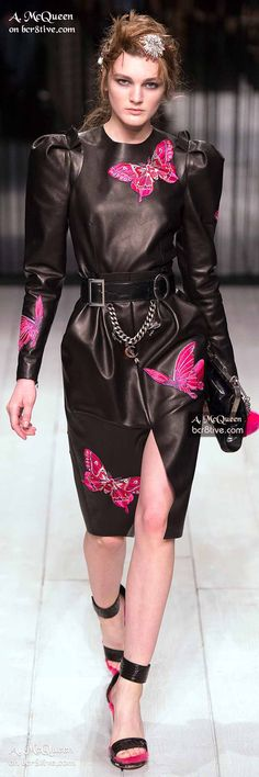 Alexander McQueen Fall 2016 Ready-to-Wear Collection Photos - Vogue London Fashion Weeks, Alexander Mcqueen, Fashion Colours, Colorful Fashion, Runway Fashion, Fashion Show, Vogue Fashion, Paris Fashion, Fashion Trends