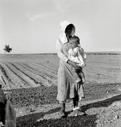 """Historic Photo Archive Dorothea Lange May """"Mother and child of Arkansas flood refugee family near Memphis, Texas. These people, with all their earthly belongings, are bound for the lower Rio Grande Valley, where they hope to pick cotton. Vintage Photographs, Vintage Photos, Dorothea Lange Photography, Shorpy Historical Photos, Historical Pictures, Dust Bowl, Texas History, Asian History, Tudor History"""
