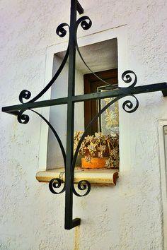quenalbertini: Altea, Valencia by Pelz Wall Lights, Window Bars, Iron Windows, Windows And Doors, Mediterranean Home, Spanish Style Architecture, Window Dressings, Spanish House, Gate Design