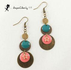 Boucles d'oreilles pendantes ROCK bicolores étoiles Corail Turquoise et bronze : Boucles d'oreille par saperliberty