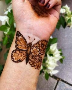 Top Simple Mehndi Designs - Easy-Peasy Yet Beautiful! Henna Tattoo Designs Simple, Rose Mehndi Designs, Latest Arabic Mehndi Designs, Finger Henna Designs, Stylish Mehndi Designs, Mehndi Designs For Beginners, Mehndi Designs For Girls, Mehndi Designs For Fingers, Henna Designs Easy
