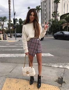 Styling Tips to Make your Legs look Longer Cute Outfits Ideas Petite Fashion Outfits Long Legs Fashion Street Style Outfits, Mode Outfits, Casual Outfits, Fashion Outfits, Womens Fashion, Fashion Trends, Fashion Ideas, Preppy School Outfits, Fashion Clothes