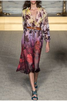 Enjoy our Summer Sales on an exclusive selection of designers clothes! Find our selection here: http://www.precouture.com/en/dresses/8636-printed-floral-dress Matthew Williamson