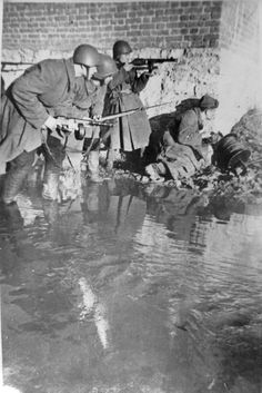 Red Army unit tryng to set down a field telephone line in Stalingrad.1942 #WWII #War