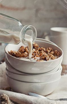 Vegan & Gluten Free Chewy Peanut and Oat Granola Good Morning Breakfast, What's For Breakfast, Morning Mood, Breakfast Buffet, Breakfast Photography, Food Photography Styling, Food Styling, Granola, Muesli
