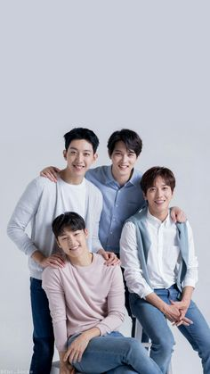 CNBLUE Banda de Rock compuesta por Jung Yong Hwa, Lee Jong Hyun, Lee Jung Shin y Kang Min Hyuk.