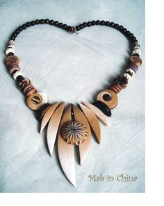 Collier teinte beige polymère  Love her use of shapes in this design