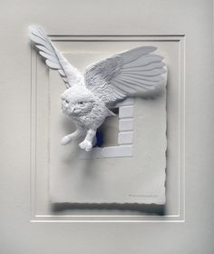 Paper artist Calvin Nicholls created a paper zoo that's as different as it is excellent. By using scissors, a scalpel, glue, and an X-ACTO knife, the artist creates elaborate paper sculptures that look like they're Culture Art, Paper Mache Crafts, Paper Animals, Paper Birds, Paper Artwork, A Level Art, Animal Sculptures, Paper Sculptures, Owl Art
