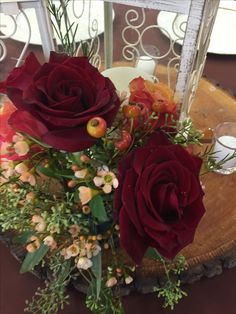 Guest table arrangement with roses
