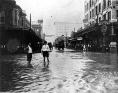 1913 Torrential rains caused widespread flooding throughout downtown San Antonio.  The photo shows Houston Street looking west.  The Hertzberg clock at St. Mary's Street is on the right.
