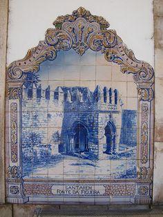 Painel de Azulejos: Fonte da Figueira, Santarém, Portugal