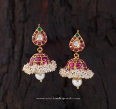 Gold Jhumka Pictures, Gold Jhumka Images, Beautiful Jhumka Pictures