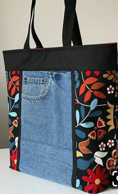 Hottest Free 18 Ideas sewing jeans bag quilts for 2019 Strategies I love Jeans ! And a lot more I love to sew my own, personal Jeans. Next Jeans Sew Along I am goin Sacs Tote Bags, Denim Tote Bags, Denim Purse, Patchwork Bags, Quilted Bag, Patchwork Quilting, Quilting Fabric, Quilts, Diy Bags