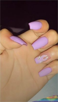 How to use nail polish? Nail polish in your friend's nails looks perfect, nevertheless you can't apply nail polish as you wish? Purple Acrylic Nails, Acrylic Nails Coffin Short, Best Acrylic Nails, Purple Nails, Coffin Nails, Glitter Nails, Summer Acrylic Nails Designs, Pastel Nail, Pointy Nails