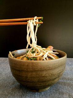 Nouilles ramen sautées aux shiitakés et à l'émincé de lupin