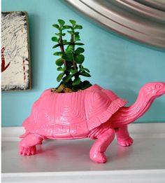 Never throw away an old toy again, make it into a planter instead. Featured @totgreencrafts