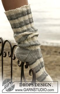 Socks & Slippers - Free knitting patterns and crochet patterns by DROPS Design Slouch Socks, Cozy Socks, Drops Design, Slipper Socks, Slippers, Garnstudio Drops, Magazine Drops, Winter Socks, Knitting Patterns Free