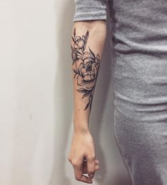 22 Beautiful Rose Tattoo Designs For Women Mini Tattoos, Trendy Tattoos, Unique Wrist Tattoos, Forearm Tattoos, Body Art Tattoos, Sleeve Tattoos, Tatoos, Piercings, Piercing Tattoo