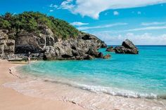 The ravishing pink sand and turquoise waters of the Horseshoe Bay beach in #Bermuda