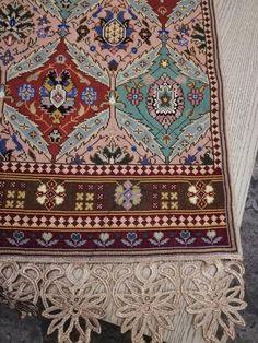 Gallery.ru / Фото #136 - 3/2/2019 - ergoxeiro Cross Stitch Borders, Cross Stitching, Cross Stitch Embroidery, Cross Stitch Patterns, Vintage Embroidery, Repeating Patterns, Bohemian Rug, Pillows, Rugs