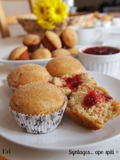 Syntages...apo spiti: Ντόνατ Μάφινς γεμιστά με Μαρμελάδα Mini Cakes, Cupcake Cakes, Cupcakes, Candy Recipes, Sweet Recipes, Donuts, Donut Muffins, Cake Pops, Sweet Tooth