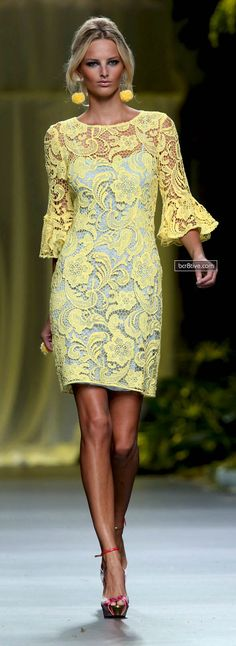 Yellow lace dress I need this Pretty Dresses, Women's Dresses, Evening Dresses, Short Dresses, Fashion Dresses, Backless Dresses, Look Fashion, Womens Fashion, Fashion Design