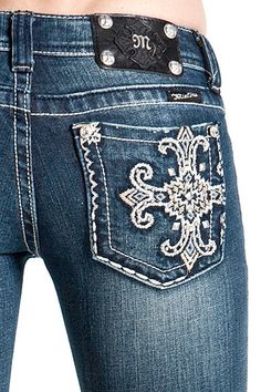 cute jeans! Want some of these when I lose this weight!