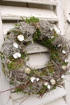 Kranz mit Eierschalen basteln zu Ostern - 20 DIY Ideen für den Frühling