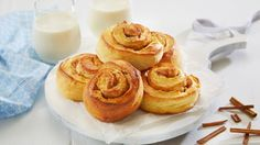 Kanelknuter Fra Bakeriet I Lom - Oppskrift fra TINE Kjøkken Onion Rings, Culinary Arts, Cinnamon Rolls, Tin, Bakery, Cheesecake, Cooking Recipes, Sweets, Homemade