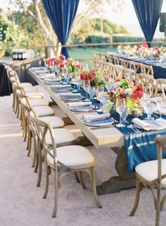 Blue coastal wedding table decor: Photography: Michael Radford - http://www.michaelradfordphotography.com/