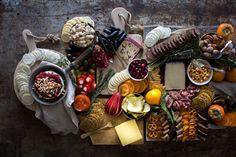 5 Tipps für den Aufbau der ultimative Ferien Charcuterie Brett     Halten Sie den Käse-Paarungen Klassiker!  Sie können nie mit Paarung Aromen wie Apfel und Cheddar oder Chorizo und Manchego schief gehen.      @gfsnacksquares #goodnessknows