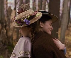 """""""True friends are always together in spirit. Montgomery, Anne of Green Gables Anne Shirley, Gilmore Girls, Anne Auf Green Gables, Diana Barry, Amybeth Mcnulty, Gilbert And Anne, Anne White, Gilbert Blythe, Anne With An E"""