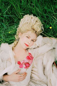 kirsten dunst in marie antoinette = gorgggg...I watch that movie just because it's pretty.