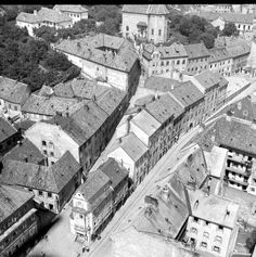 Podhradie Dom u dobrého pastiera Off Grid Solar, Bratislava Slovakia, Beautiful Buildings, Historical Photos, Time Travel, Old Town, Old Photos, City Photo, Black And White