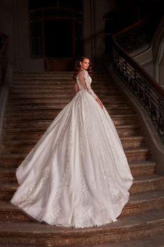 Rochie de mireasa stil printesa, cu maneci 3/4 imbracate cu broderia manuala ce contribuie la un farmec deosebit ce plaseaza modelul printre cele mai cautate de rochii de mireasa cu trena. Mai, Nostalgia, Wedding Dresses, Fashion, Bride Dresses, Moda, Bridal Gowns, Fashion Styles, Weeding Dresses