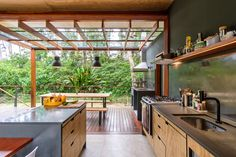 Kitchen and dining space connected to a raised deck with a pergola opening up to the lush tropical vegetation of Ubatuba, São Paulo, Brazil - Home Design and Decoration Kitchen Designs Photos, Kitchen Photos, Tiny House, Best Kitchen Design, Clad Home, Raised Deck, Timber Panelling, Pergola, Sustainable Architecture
