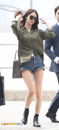 [포토엔]소녀시대 윤아 '너무 짧은 핫팬츠 공항패션' | 다음연예