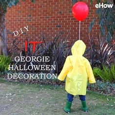 You'll FLOAT too with this eerily realistic, life-size Georgie decoration. Place him on your front lawn, or porch, to give trick-or-treaters a good scare, or stand him in a corner of your living room for a creepy addition to your Halloween party. Comida De Halloween Ideas, Soirée Halloween, Adornos Halloween, Manualidades Halloween, Halloween Disfraces, Halloween Birthday, Cool Halloween Ideas, Diy Halloween Props Scary, Diy Halloween Videos