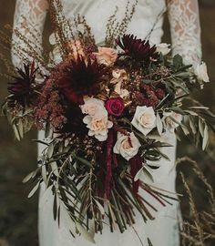 blush + peach + burgundy and gold wedding bouquet so perfect for fall and winter wedding #fallwedding #weddingbouquet