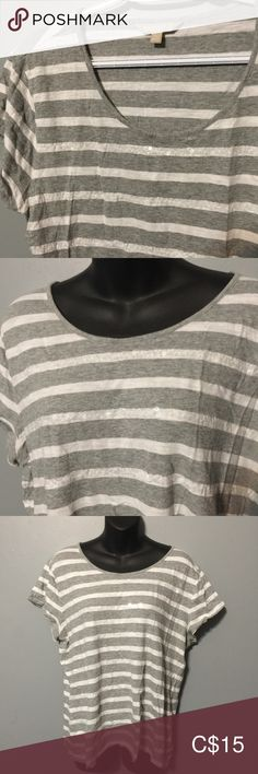 Banana Republic Grey & White T-shirt with sequins XL Banana Republic Lightweight T-shirt Clear sequins give the shirt a little sparkle. armpit to armpit 23 inches from collar to bottom of shirt Banana Republic Tops Tees - Short Sleeve Plus Fashion, Fashion Tips, Fashion Trends, Banana Republic Tops, Grey And White, Gray Color, Sparkle, Sequins, Tees
